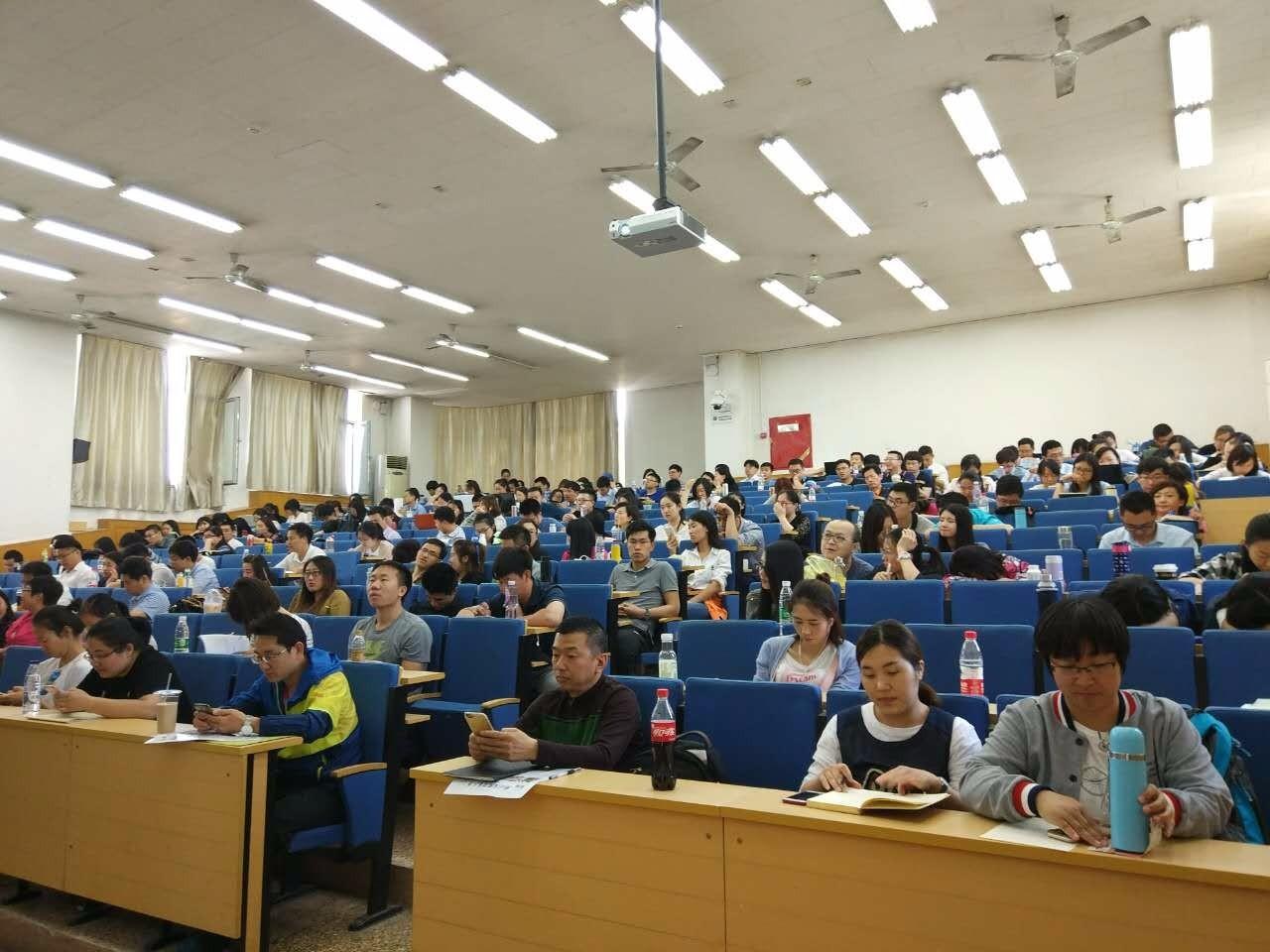 对外经济贸易大学学员上课风采